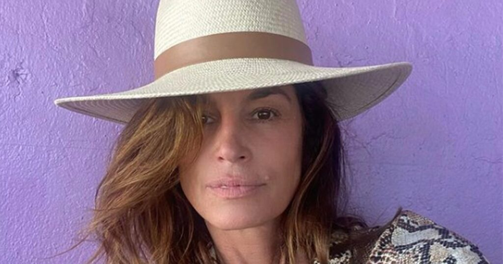 Cindy Crawford Recommends These CBD Bath Salts When You're Sick and Achy