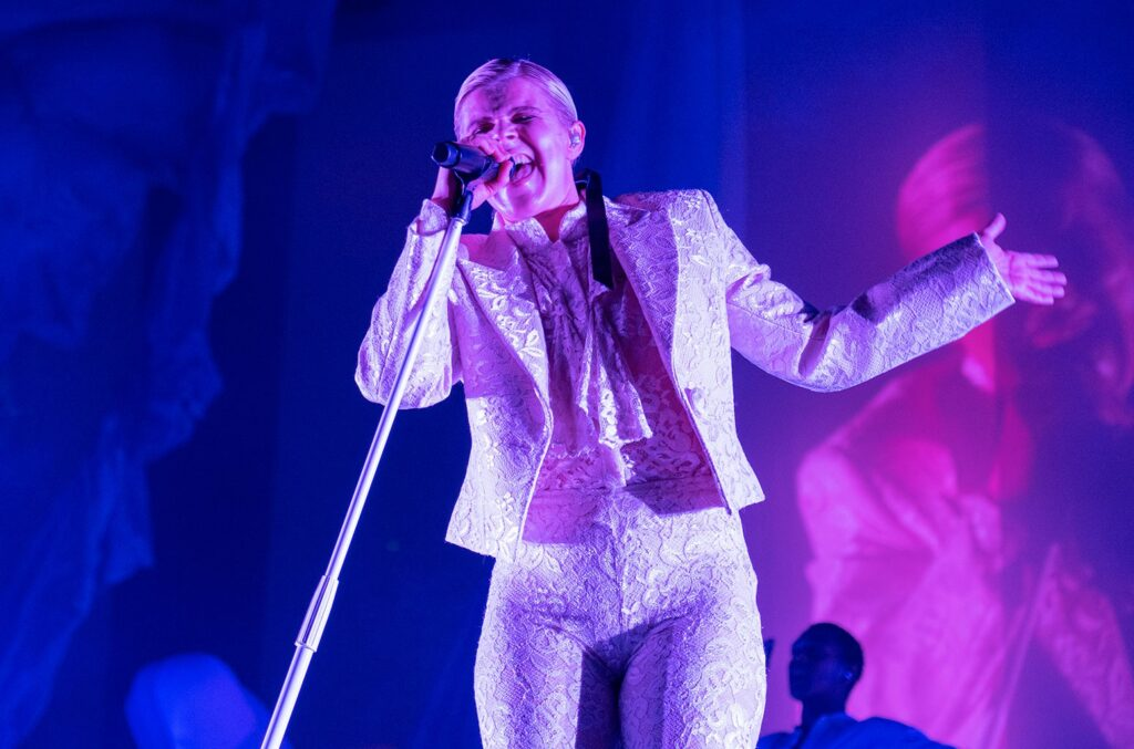 Robyn Said It Was 'Bonkers' That Red Sox Celebrated Playoff Win With 'Dancing On My Own'