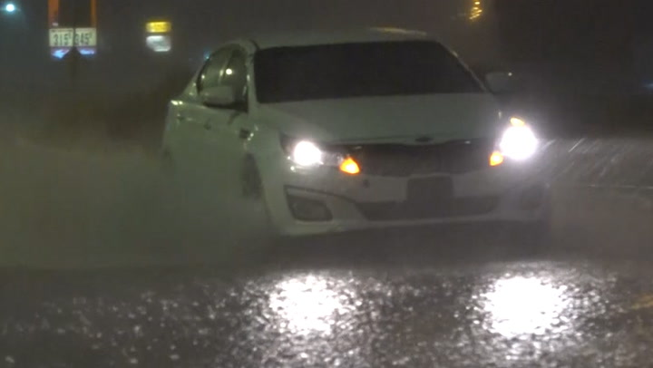 Thunderstorms leave streets flooded in Kansas