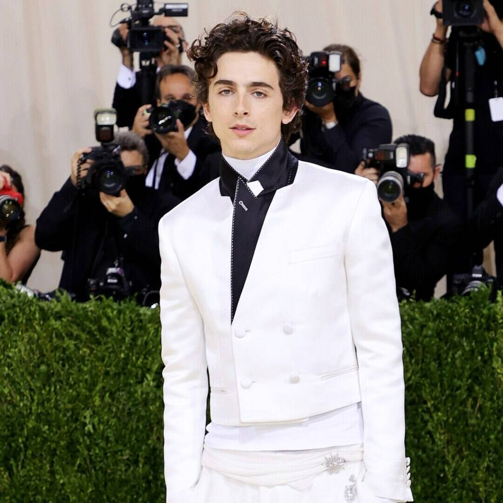 Timothée Chalamet Reveals Willy Wonka Transformation in First Look at Upcoming Film
