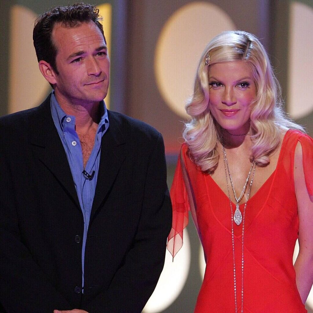 """Tori Spelling Recalls Luke Perry Going to """"Brawl"""" for Her During """"Verbally Abusive Relationship"""""""